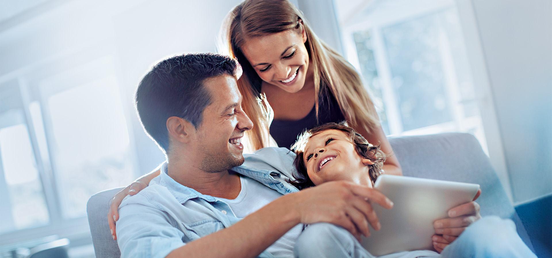 PRIMAGAS - Homepage - Familie, glücklich, Ipad