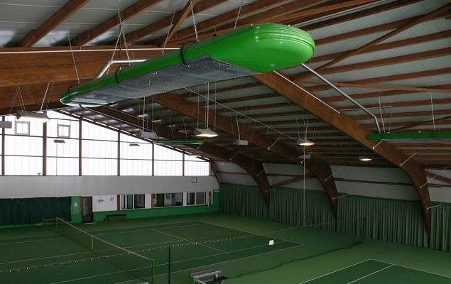 Flüssiggasbetriebene Hallenheizung in einer Tennishalle