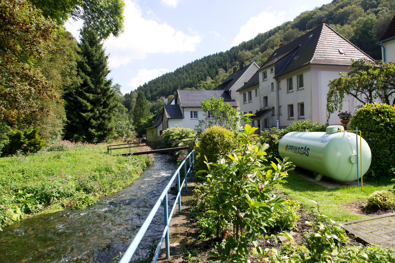 PRIMAGAS Pressebild, Flüssiggas Tank am Bach, Fluß, Fluss